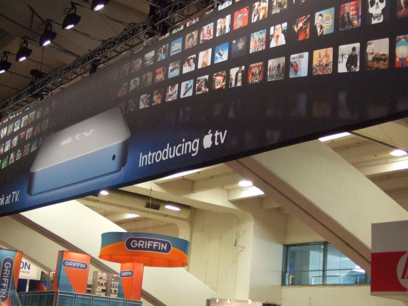 1280px-Macworld_San_Francisco_banner_-Introducing_Apple_TV--2007-01-09