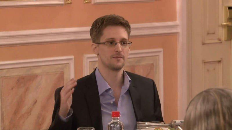 Edward_Snowden_2013-10-9_(2)