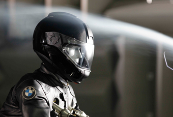 CES 2016: BMW Head-Up Display, A Sci-Fi Concept Helmet