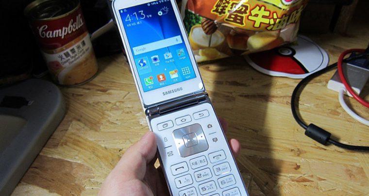 Leaked Images of Samsung Smart Flip Phone Breaks The Internet Ahead of Apple's Big Release
