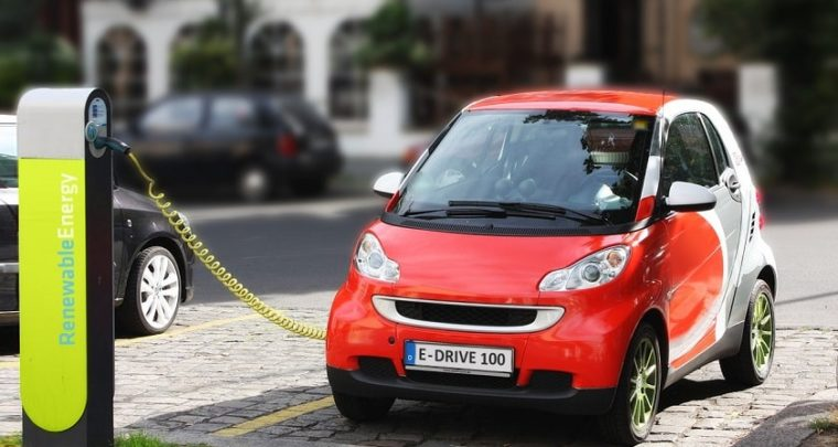 5 Reasons Why You Should Invest in an Electric Car