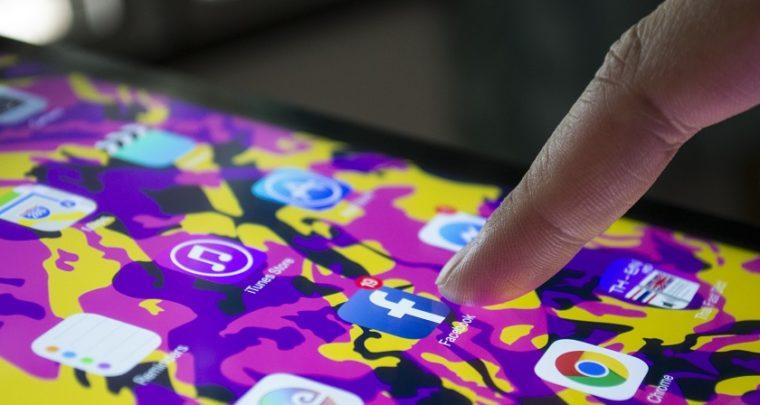 Is Social Media Dumbing us down?
