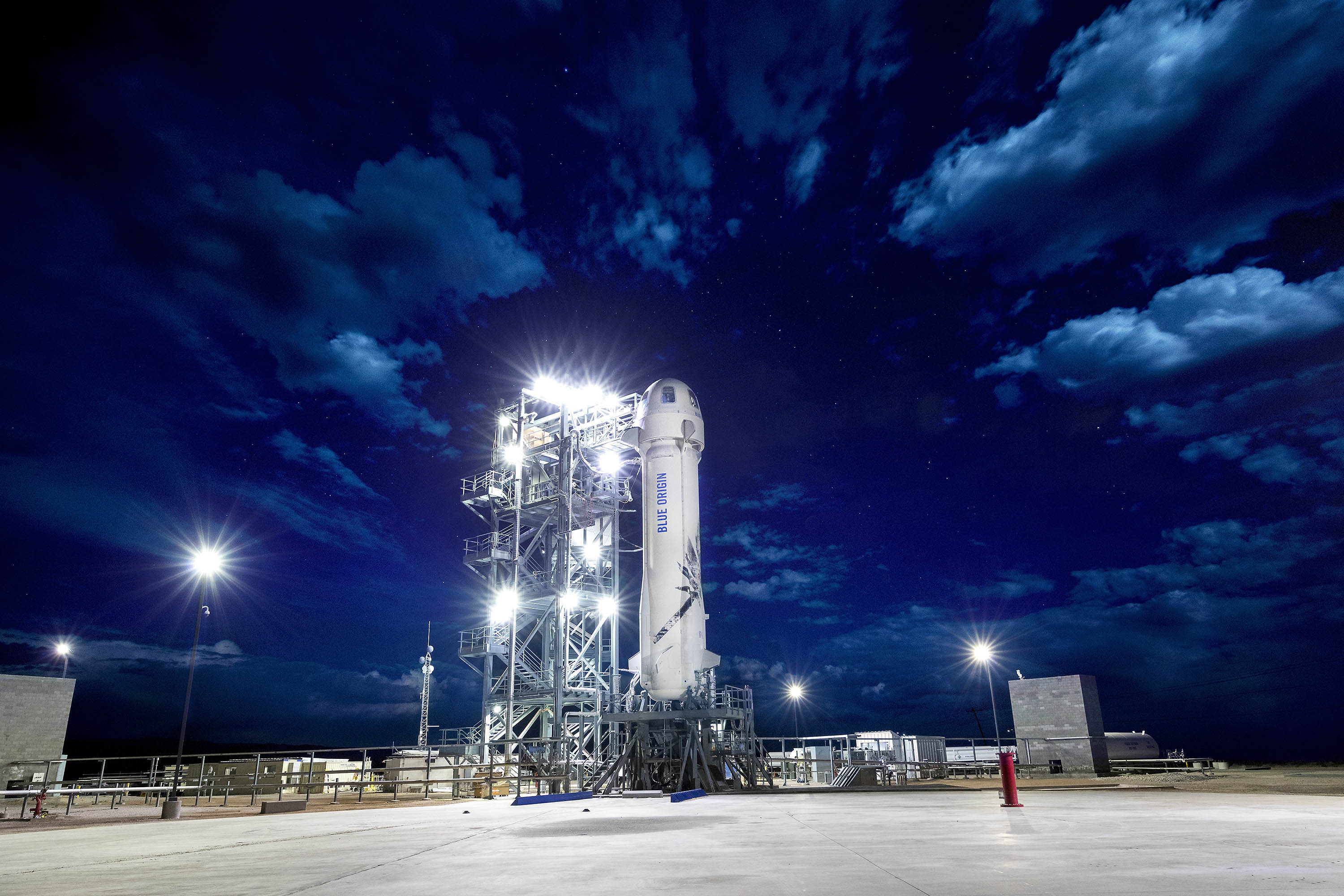 BlueOrigin_NewShepard_M8_MorningOnLaunchPad