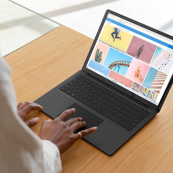 Microsoft Surface 3 Laptop Barely Keeps Up With Competition